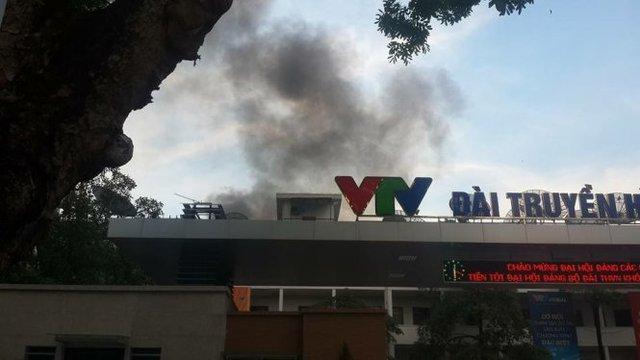 Khói đen bốc lên ở vụ cháy - ảnh: Minh Quang