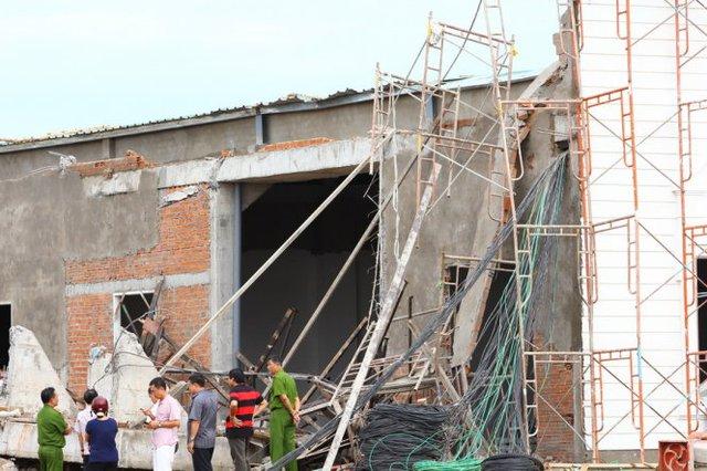 Cơ quan công an đang khám nghiệm hiện trường vụ tai nạn - Ảnh: Chí Quốc