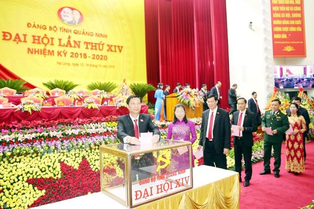 Các đại biểu bầu Ban Chấp hành khóa XIV. Ảnh Báo Quảng Ninh