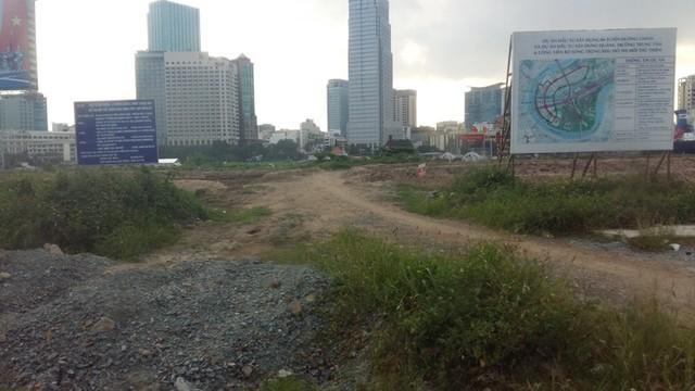 Công trường thi công một phần tuyến đường R3 vòng quanh khu đô thị mới Thủ Thiêm.