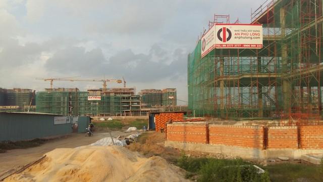 Chuỗi dự án trong khu đô thị Sala của công ty Đại Quang Minh đang xây dựng phần cao tầng, có những block đã vượt lên tầng 20.