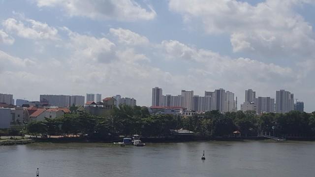 Một góc khu Đông nhìn từ cầu Sài Gòn.
