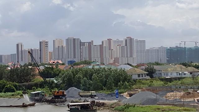 Đâu đâu ở khu Đông cũng thấy dự án BĐS quy mô lớn triển khai xây dựng ngày đêm.