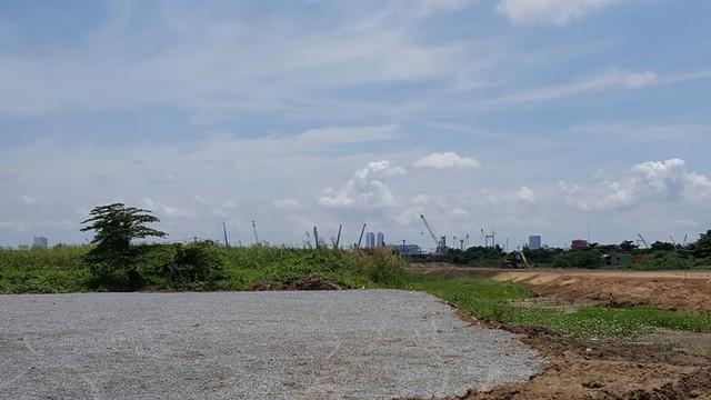 Một số vị trí tại Thủ Thiêm mặc dù đã được san lắp mặt bằng nhưng tiến độ thi công dự án vẫn diễn ra khá chậm.