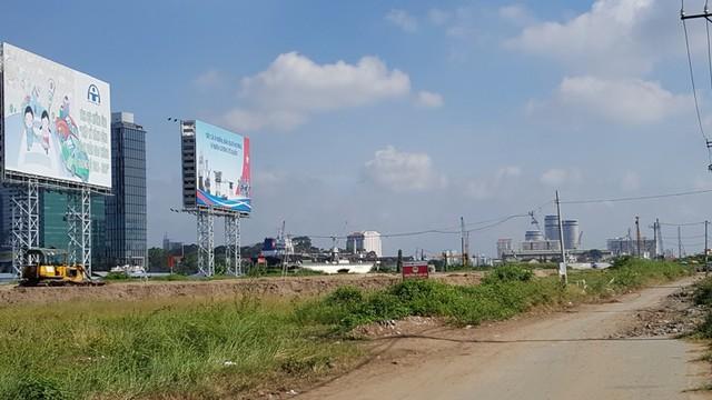 Khu vực đắc địa nhất trong Thủ Thiêm do phần lớn trải dài dọc bờ sông. Hiện theo quan sát vẫn còn nhiều hộ dân, cơ quan chính quyền vẫn chưa được di dời. Nơi đây cũng đang gấp rút thi công tuyến đường ven sông Sài Gòn.