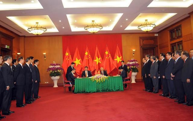 Hai lãnh đạo chứng kiến lễ ký kết