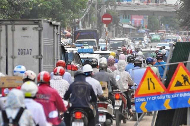 Gần một năm qua, tại khu vực thi công cầu Phương Liệt vẫn chưa thể hoàn thành.