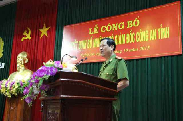 Đồng chí Đại tá Nguyễn Hữu Cầu - Ủy viên BTV Tỉnh ủy, Bí thư Đảng ủy, Giám đốc Công an tỉnh phát biểu tại buổi lễ
