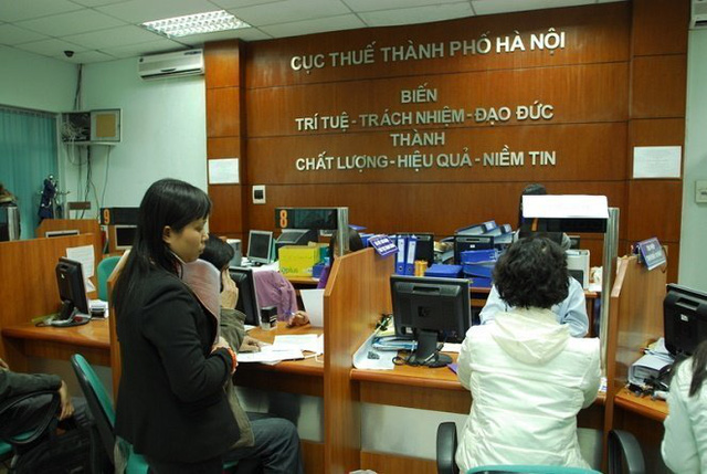 Doanh nghiệp và người dân khi đi làm thủ tục quyết toán thuế - Ảnh: Thuận Thắng