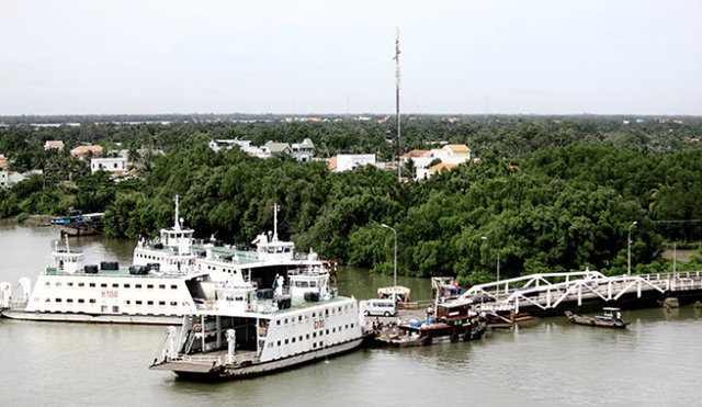 Trước đây người dân muốn đi từ TP.HCM, Long An đi thị xã Gò Công, Tiền Giang phải đi đường vòng xa gần 100km hoặc phải đi phà Mỹ Lợi rất mất thời gian
