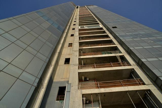 Saigon One Tower, bỏ hoang, cao ốc, hết tiền