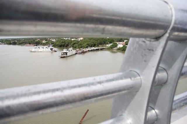 Từ cầu Mỹ Lợi sắp được thông xe, nhìn xuống phà Mỹ Lợi