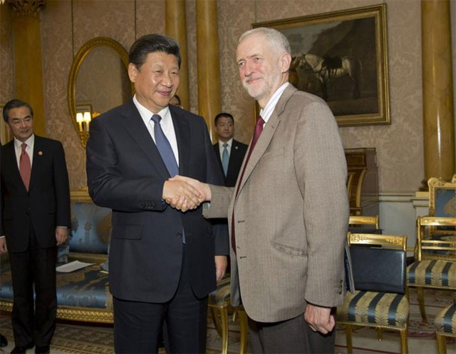 Thủ lĩnh đảng Lao động đối lập của Anh, ông Jeremy Corbyn, gặp Chủ tịch Trung Quốc Tập Cận Bình ở London ngày 20/10 - Ảnh: Reuters.