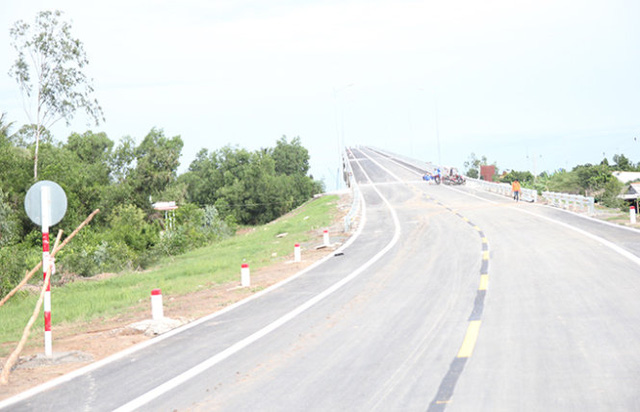 Đường lên cầu Mỹ Lợi phía tỉnh Tiền Giang