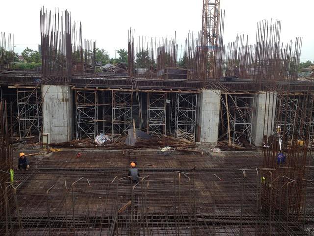 Thiết kế ban đầu: 27 tầng nổi + 2 tầng hầm. Diện tích căn hộ: 95m2; 109m2; 127m2; 131,4m2; 140m2. Tiến độ thực tế: Tòa nhà hiện đã thi công đến sàn tầng 1 dự kiến quý I/2017 bàn giao nhà