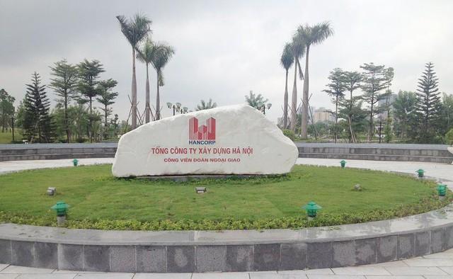 Khu công viên Ngoại Giao Đoàn và một số công trình xã hội đã đi vào hoạt động, thu hút khá đông các dự án nhà ở triển khai xây dựng