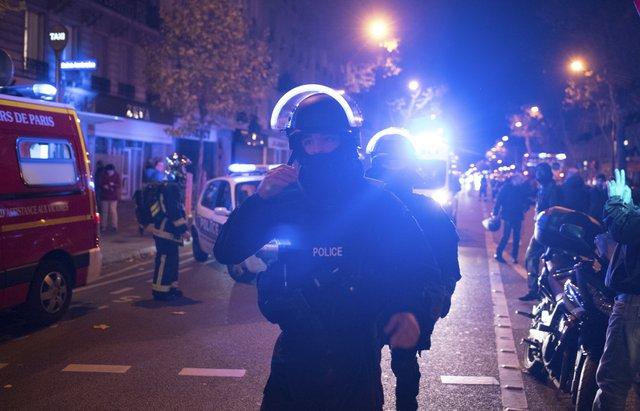 Lực lượng cảnh sát ở bên ngoài nhà hát