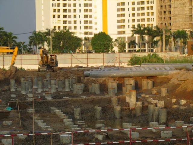 Hình ảnh trên cho thấy công ty Sacomreal đang thi công phần ép cộc, làm móng dự án Jamona City tại quận 7.