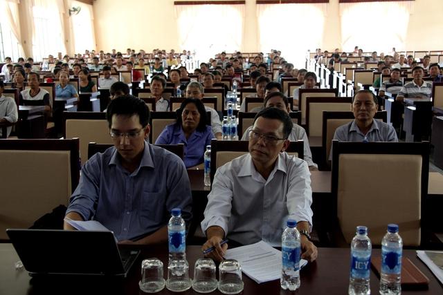 Đông đảo nông dân chăn nuôi bò sữa huyện Củ Chi, TP.Hồ Chí Minh đến tham dự chương trình triển khai tái ký hợp đồngthu mua sữa tươi nguyên liệu năm 2016 do Vinamilk tổ chức