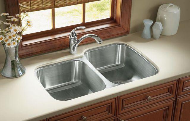 Chậu rửa bát cần đặt xa bếp ăn.