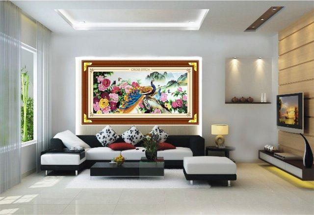 Bức tranh uyên ương chim công được nhiều người lựa chọn treo trong phòng khách.