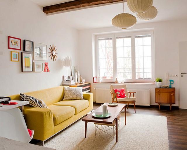 Bộ ghế sofa màu cam là điểm nhấn của căn phòng. Màu sắc bộ ghế mang đến cảm giác yên bình, thư thái cho căn phòng.