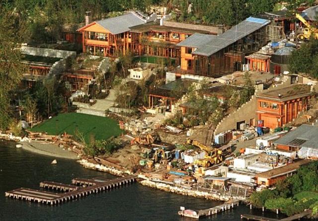 Vào năm 2012, văn phòng định giá quận King đã định giá căn biệt thự Xanadu 2.0 có giá ít nhất là 123 triệu USD. Trước đó vào năm 1988, tỷ phú Bill Gate đã mua mảnh đất này với giá 2 triệu USD.