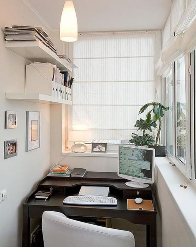 Một chiếc bàn nhỏ xinh xắn với thiết kế nhiều tầng tiện ích cùng những giá sách gắn vào tường, bạn sẽ có một nơi làm việc tốt nhất.