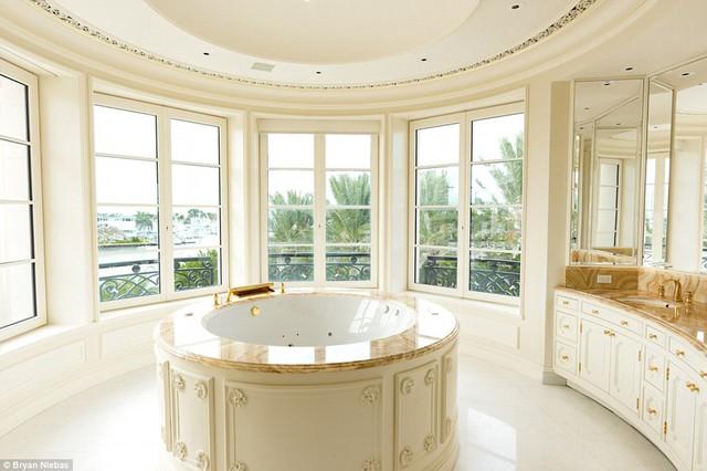 Còn đây là hình ảnh phòng tắm vô cùng sang trọng