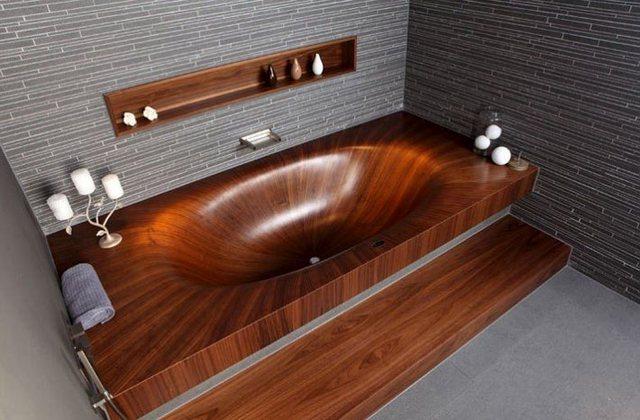 Bản thân bồn tắm bằng gỗ luôn tạo nên nét cổ điển và tao nhã cho phòng tắm.