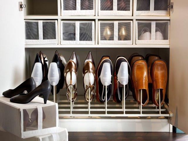 Với những tủ đựng giày xuyên thấu này bạn hoàn toàn an tâm khi chúng được bảo quản một cách tốt nhất. Không những thế từ xa bạn cũng có thể dễ dàng tìm thấy đôi giày mình muốn sử dụng thay vì việc phải lục tung cả đống giày lên.