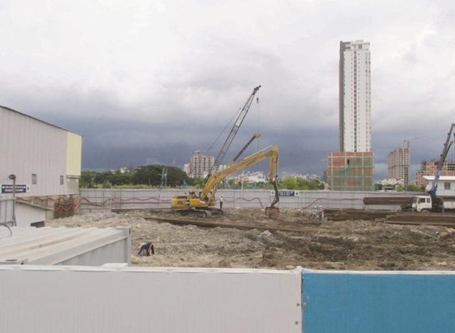 Khu căn hộ biệt lập ven sông Angia Riverside có vị trí liền kề Phú Mỹ Hưng, nằm trong quần thể đô thị mới thuộc trung tâm Q.7. Dự án do CTCP Đầu tư và Phát triển Bất động sản An Gia (An Gia Investment) làm chủ đầu tư. Dự án đang thi công ép cọc.