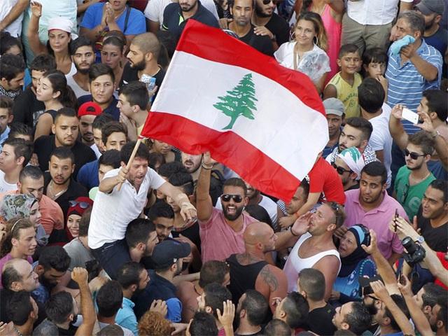 <b></div><div></div></div><p> </p>3. Lebanon</b><p><i>Tỷ lệ nợ công/GDP: 139,7%</i></p><p>Lebanon vốn là một điểm đến du lịch, nhưng cuộc nội chiến ở nước láng giềng Syria và bất ổn chính trị trong nước đã khiến Lebanon rơi vào tình trạng hao hụt ngân sách trong thời gian gần đây.