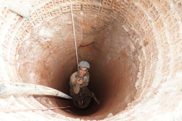Đào giếng tìm nước tưới cà phê tại xã Ea Tar, huyện Cư M'gar