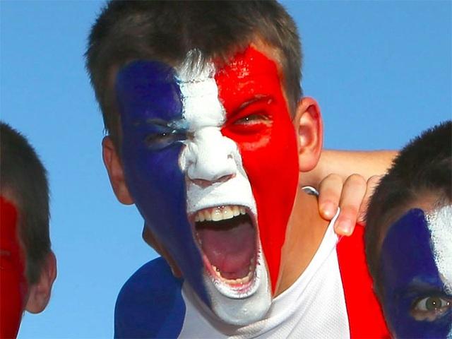 <b></div><div></div></div><p> </p>15. Pháp</b><p><i>Tỷ lệ nợ công/GDP: 93,9%</i></p><p>Theo cơ quan thống kê quốc gia Pháp, nền kinh tế lớn thứ nhì trong khu vực sử dụng đồng tiền chung châu Âu Eurozone này đang hồi phục không đều. Tuy nhiên, gần đây, kinh tế Pháp phát đi một số thông tin khả quan, bao gồm chỉ số nhà quản trị mua hàng (PMI) ngành dịch vụ cao hơn dự báo và doanh thu bán lẻ tăng.