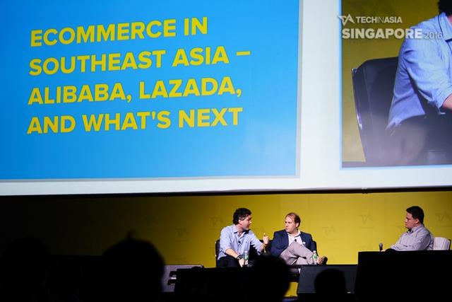 Từ trái qua: Hanno Stegmann, Stefan Jung và người dẫn Dmitry Levit tại hội thảo Tech In Asia Singapore 2016.