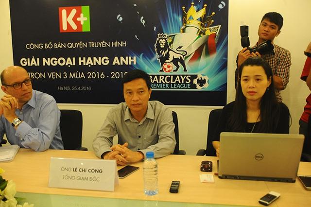 Ông Lê Chí Công, Tổng Giám đốc K+ (giữa) trong cuộc gặp gỡ báo chí chiều 25/4/2016. Ảnh: S.N