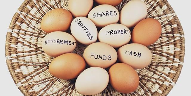 Thật nguy hiểm nếu đầu tư vào quá nhiều lĩnh vực hoặc bỏ tất cả các khoản đầu tư của bạn vào một giỏ. Ảnh minh họa.