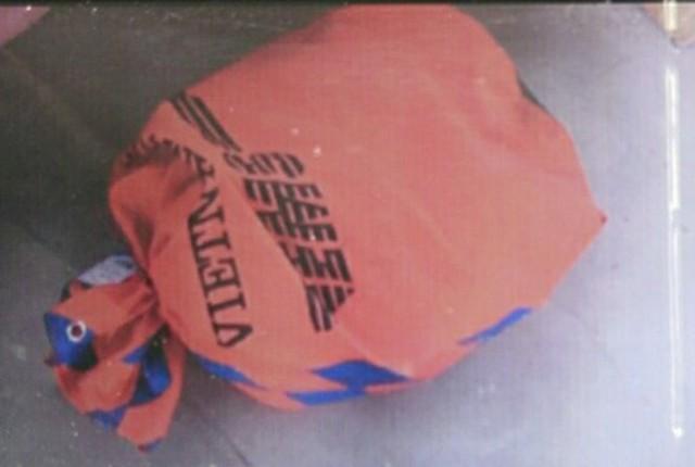 Túi hàng được ký gửi qua bưu điện để vận chuyển trên máy bay đi Hà Nội - Ảnh: Nguyên Linh