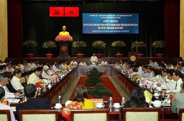 """Bí thư Thành ủy Đinh La Thăng chỉ đạo tại hội nghị gặp gỡ doanh nhân """"lắng nghe và đổi mới"""". Ảnh: T.H"""