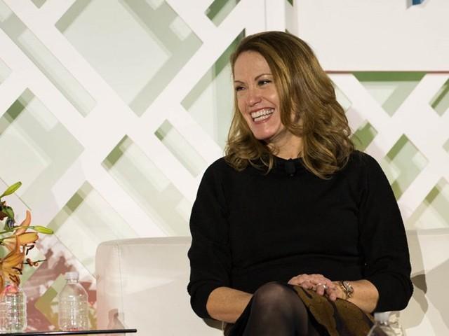 Giám đốc phát triển kinh doanh cấp cao tại Microsoft nhận được mức lương 203.452 USD mỗi năm hoặc tổng thu nhập là 339.014 USD/năm. Đây là vị trí phụ trách quan hệ đối tác, đầu tư, tiếp cận công chúng và nhiều công việc khác liên quan đến các công ty bên ngoài. Hiện Peggy Johnson là Phó chủ tịch phụ trách phát triển kinh doanh tại Microsoft. Ảnh: Business Insider.