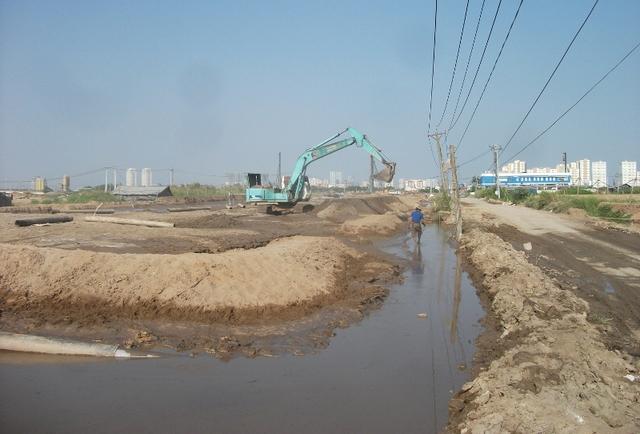 Hệ thống cấp nước được đi trong hào kỹ thuật.