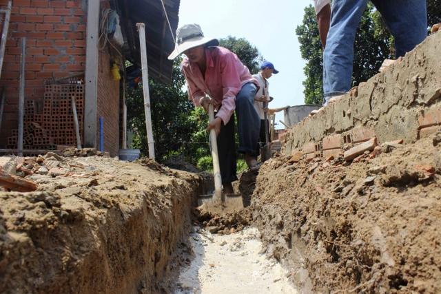 Căn nhà mẹ Oanh sẽ được xây mới thay cho căn nhà đã xuống cấp.