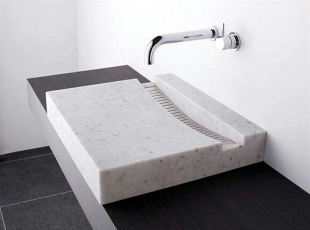 Bồn rửa được làm bằng đá với thiết kế tuy đơn giản nhưng vô cùng sang chảnh.