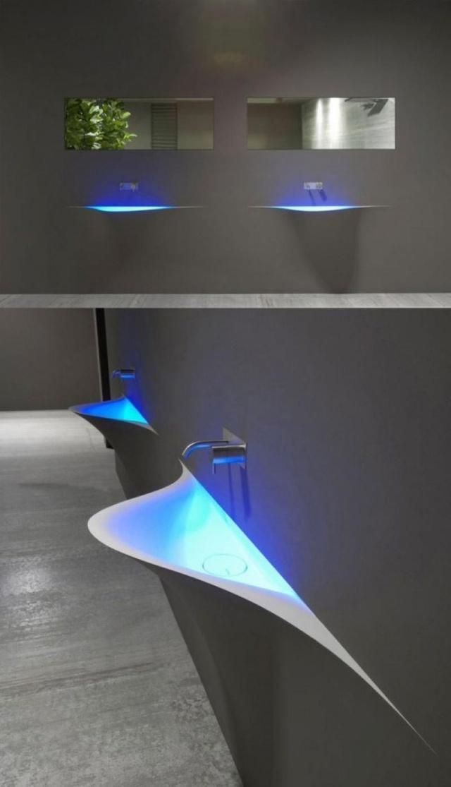 Chỉ cần thêm một chút ánh sáng sẽ khiến bồn rửa nhà bạn trông đẹp mắt hơn rất nhiều.