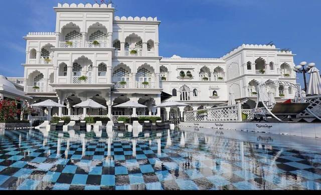 Khách sạn Tajmasago với 19 phòng ngủ rất sang trong một thiết kế nội thất tinh tế và khác biệt. Khách sạn trang bị đầy đủ tất cả tiện nghi như phòng hội nghị, phòng thư viện, phòng sự kiện…