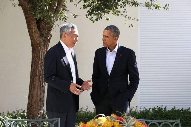 'Hai lãnh đạo Singapore và Mỹ có cuộc trò chuyện ngắn trong giờ nghỉ giải lao. Hi vọng ông Obama sẽ có cơ hội ghé thăm Singapore trong năm nay, ông Lý Hiển Long viết.'