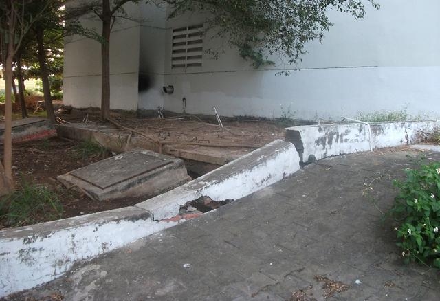 Dự án dù mới được bàn giao nhà từ năm 2011 nhưng đến nay chỉ sau 4 năm sử dụng đã xuống cấp nghiêm trọng.