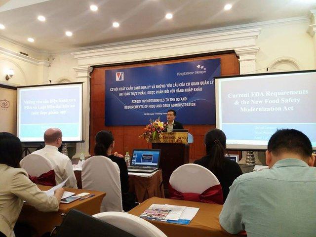"""Hội thảo """"Cơ hội xuất khẩu sang Hoa Kỳ và những yêu cầu của cơ quan quản lý an toàn thực phẩm, dược phẩm đối với hàng nhập khẩu"""" tổ chức chiều 11.4 tại Hà Nội."""