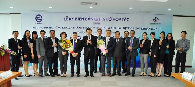 Đại diện Ban Lãnh đạo hai Sở HOSE và HNX tại lễ ký kết
